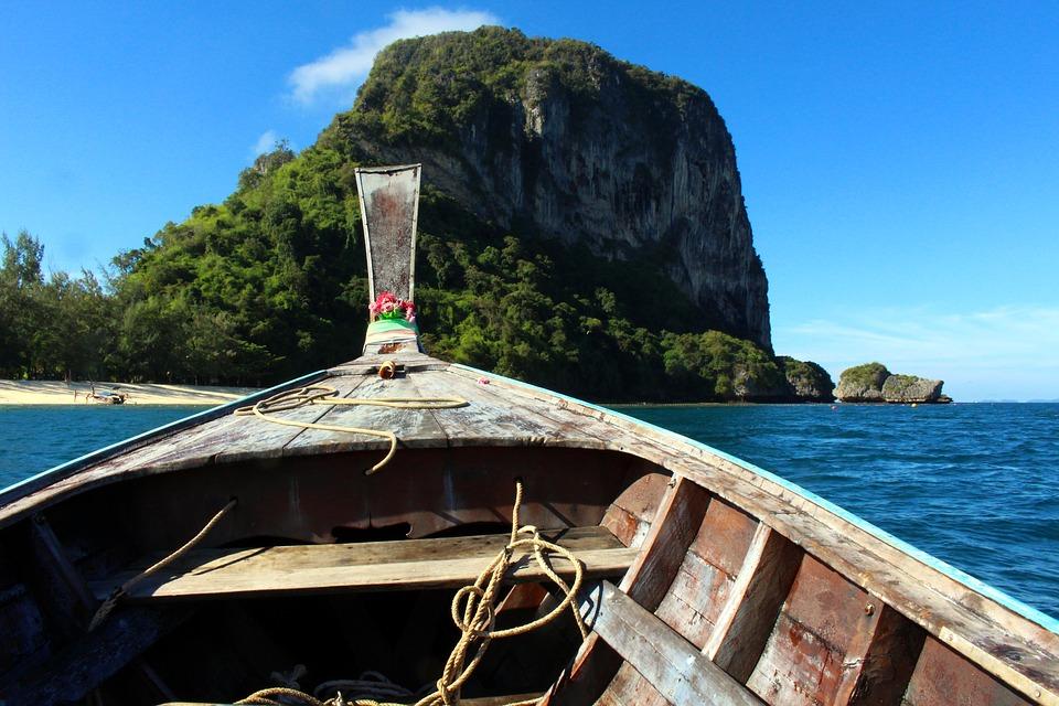 Explore Beautiful Ko Phi Phi Island on a Budget Thumbnail